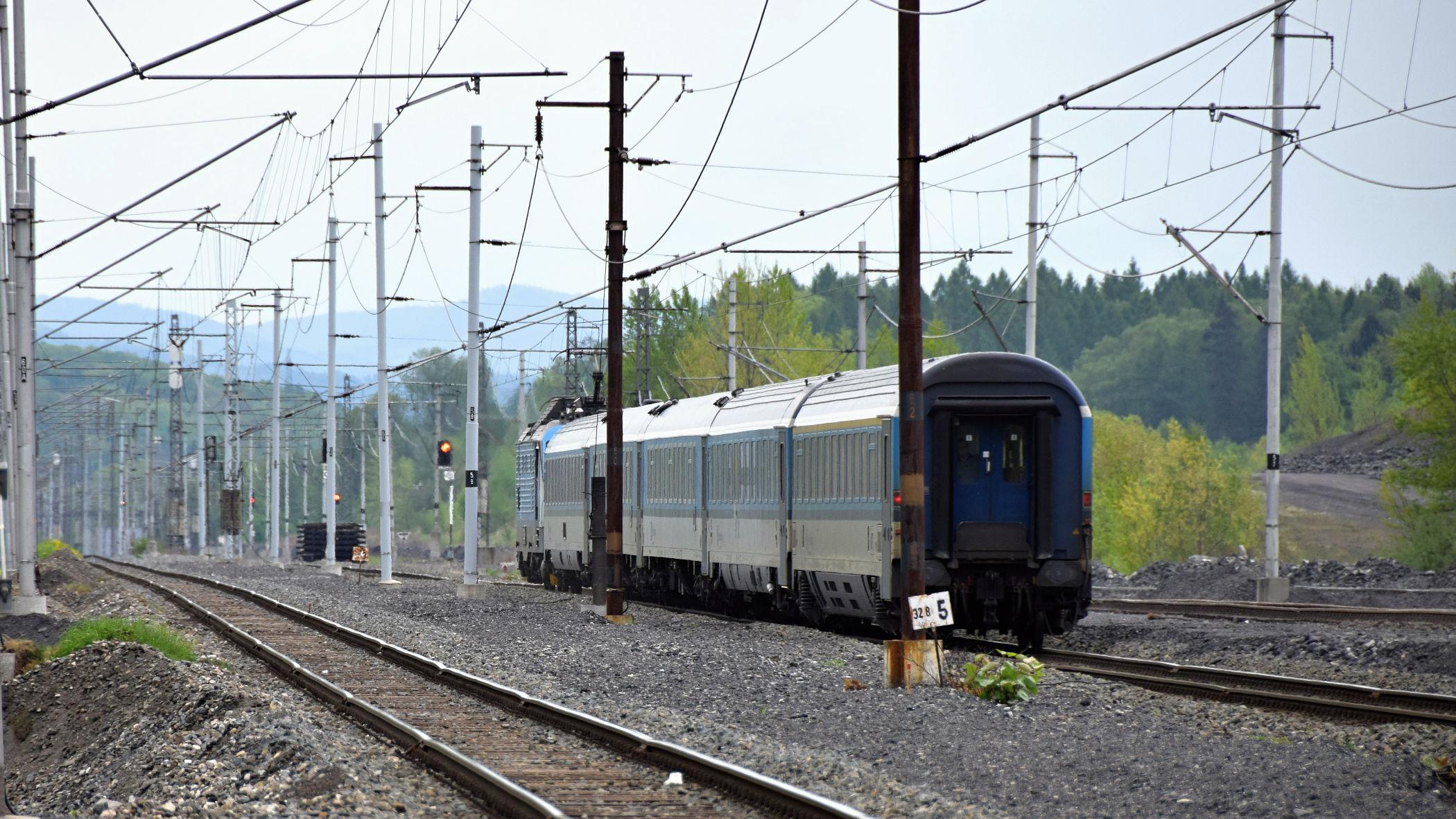 Padesátkou se tu vlečou i expresní vlaky