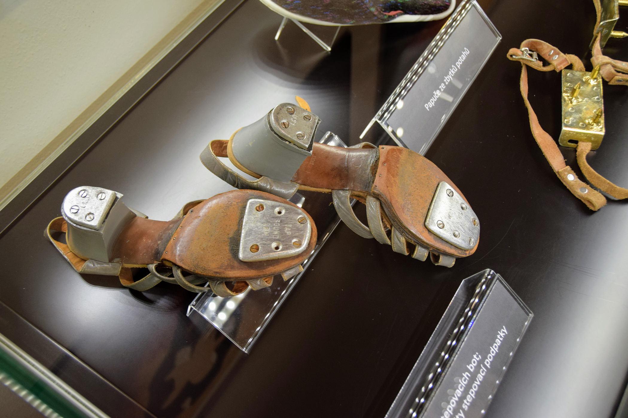 Stepovací boty Jarmily Drlíkové mají kovové podpatky z Tatry