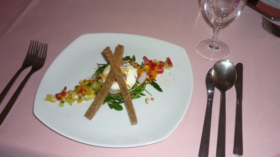 Dva jarní recepty - zastřené vejce a plněný králičí hřbet