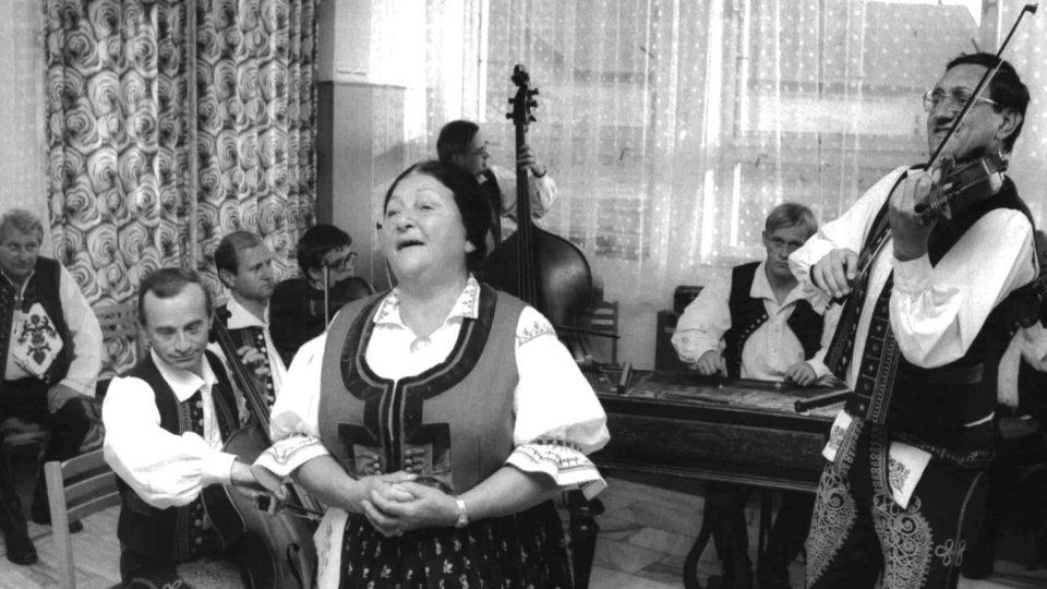 Jarmila Šuláková zpívající