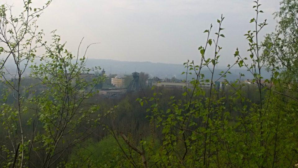Pohled z Emy na nedaleký důl Petr Bezruč