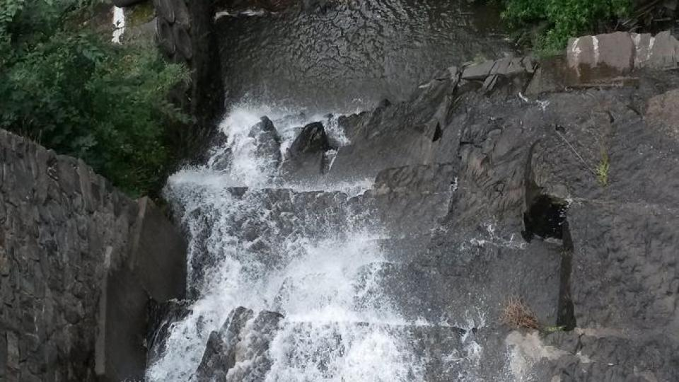 Voda z kanálu překonává převýšení 26 metrů