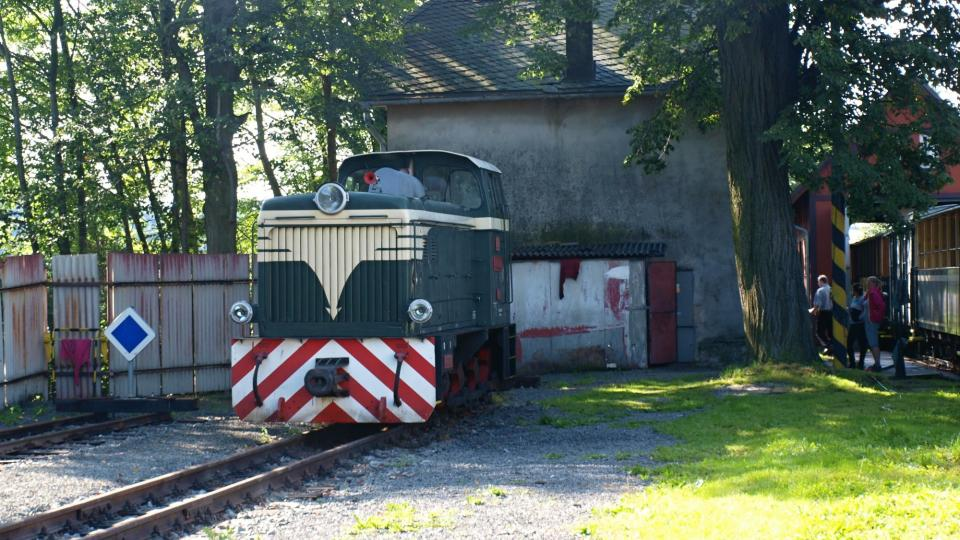 Jedna z lokomotiv na nádraží v Třemešné ve Slezsku