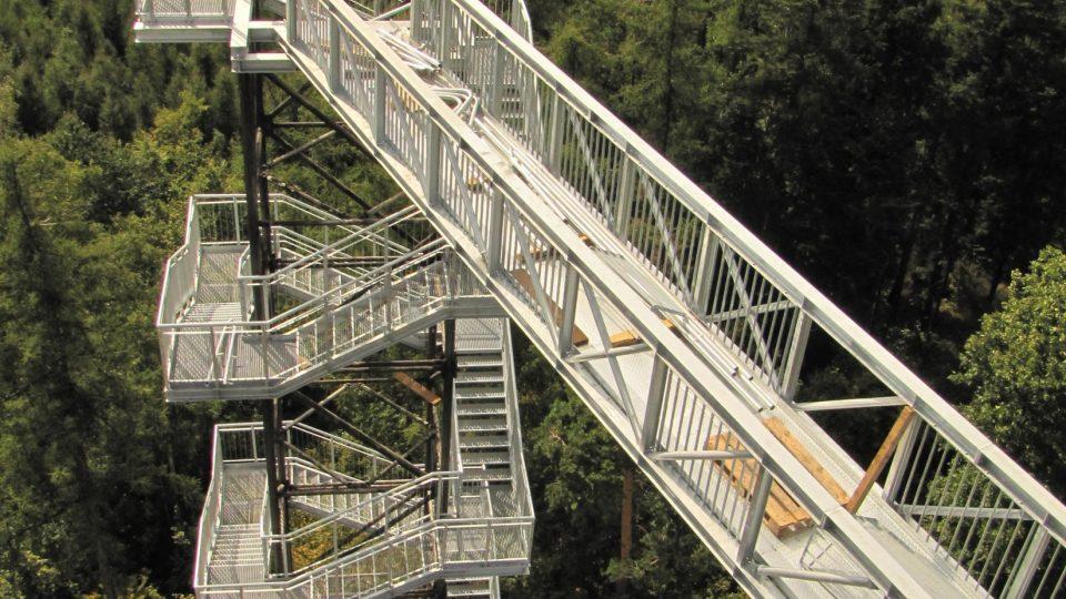 Cestou na rozhlednu musíte zdolat 150 schodů