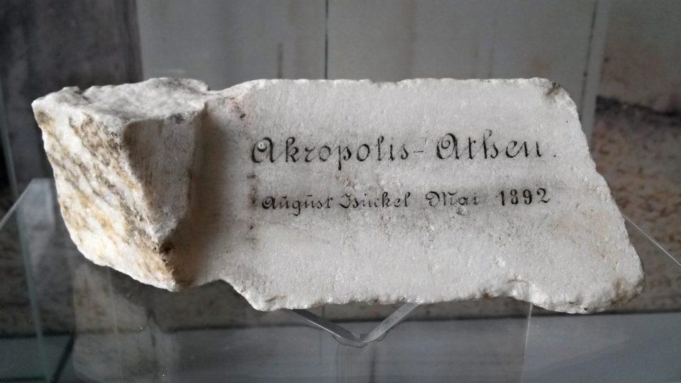 Úlomek části římsy z řecké Akropole