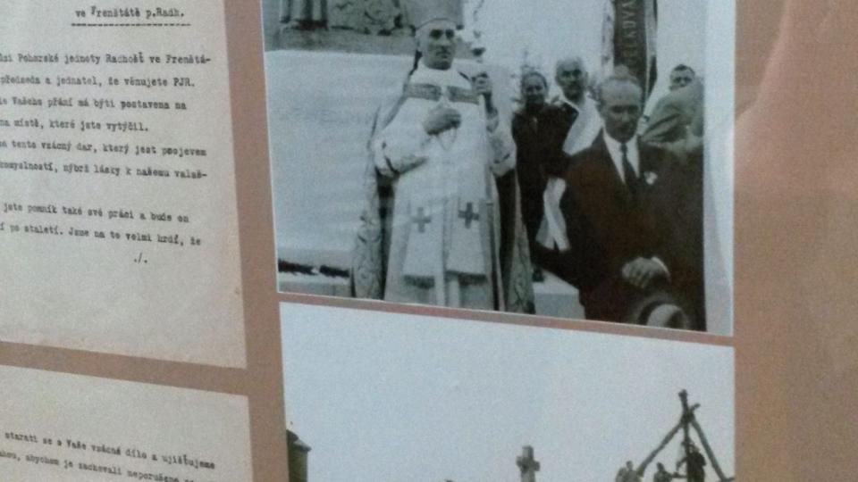 Informační panel - instalace a odhalení sousoší Cyrila a Metoděje na Radhošti v roce 1931