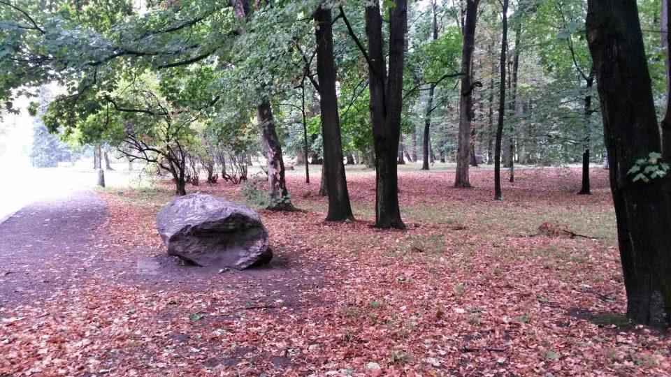 V současné době jsou v parku tři bludné balvany, ale podle pamětníků jich bývalo více