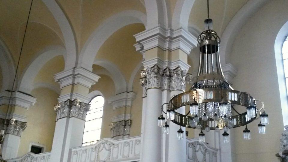 Interiér kostela Panny Marie Královny