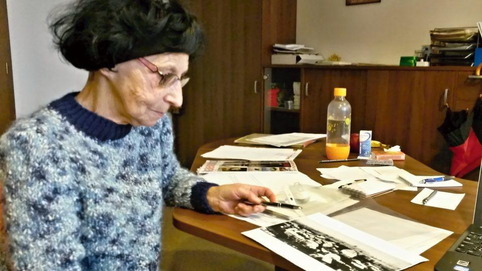 Paní Božena Martiníková, zaměstnanec hrabyňského památníku a pamětnice