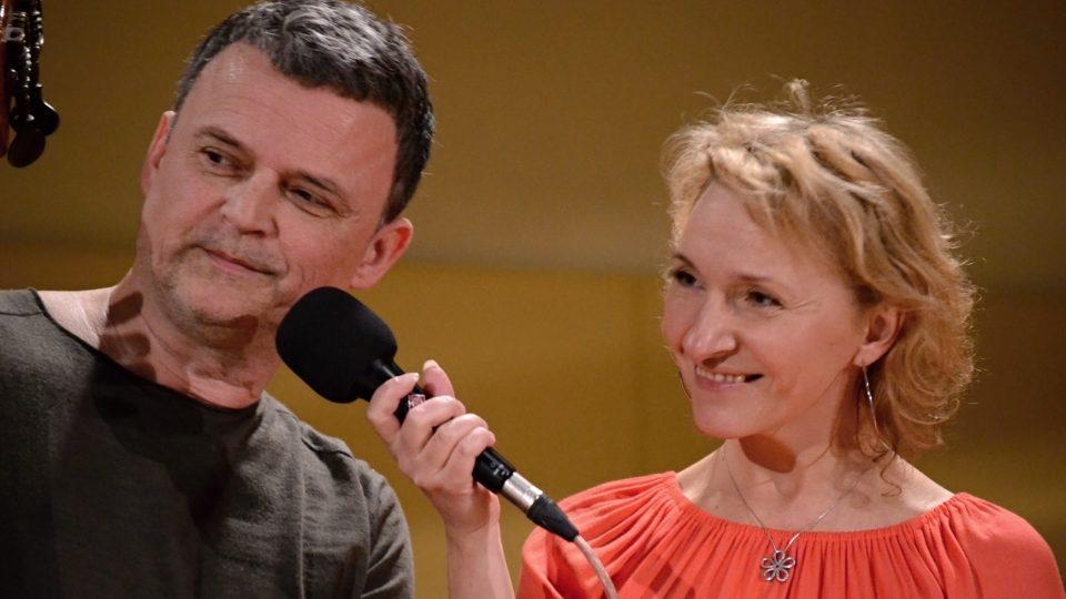 Roberta Balzara zpovídá moderátorka Kateřina Huberová