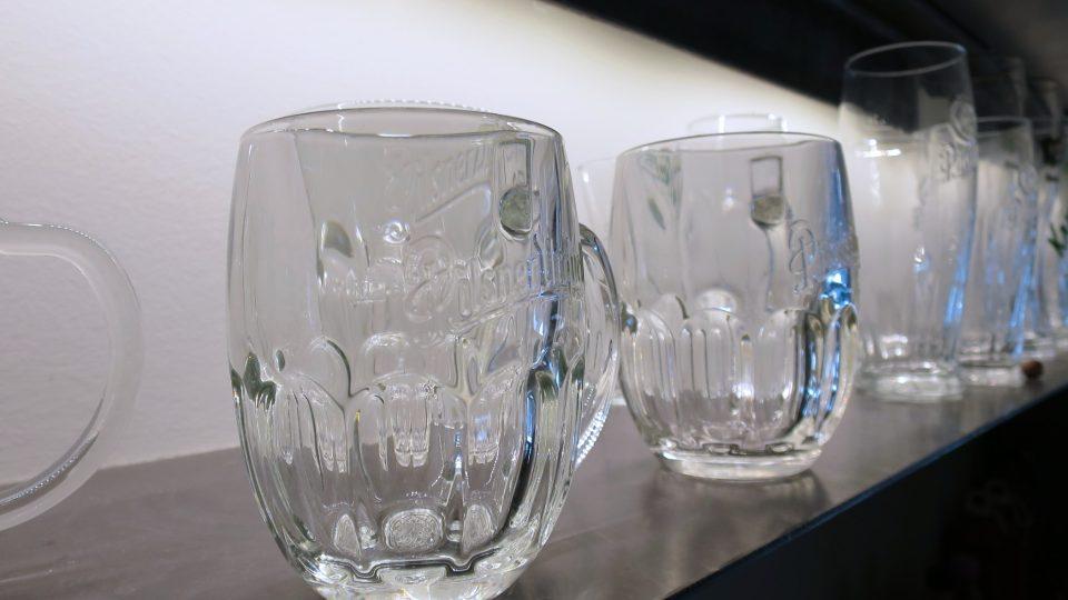 Když výrobce nápojů připravuje nové sklo, vypíše soutěž. Práce na přípravě trvají zpravidla zhruba rok