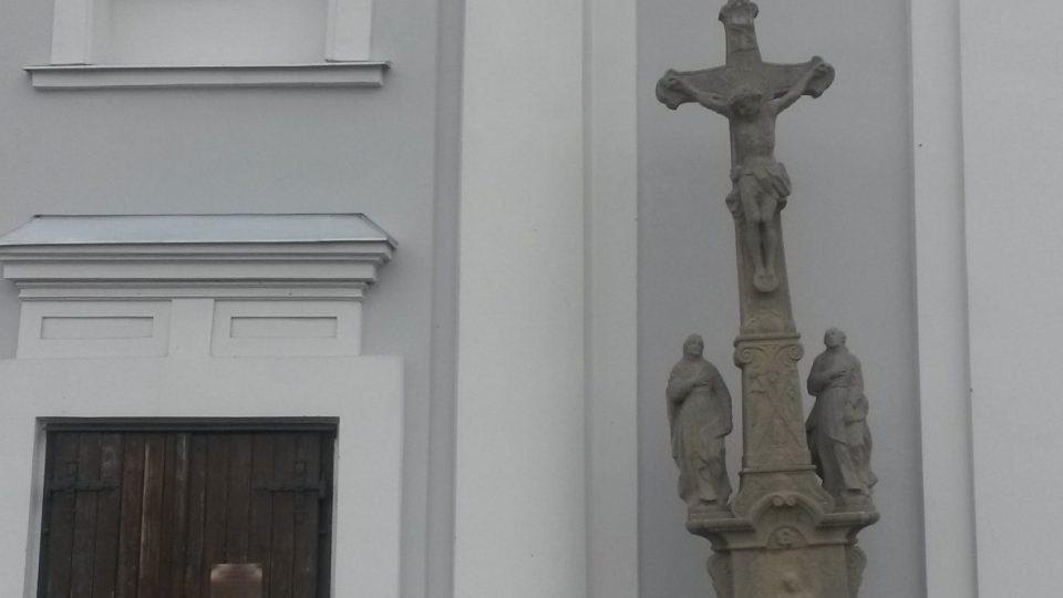 Šikmý je kostel, ne kříž