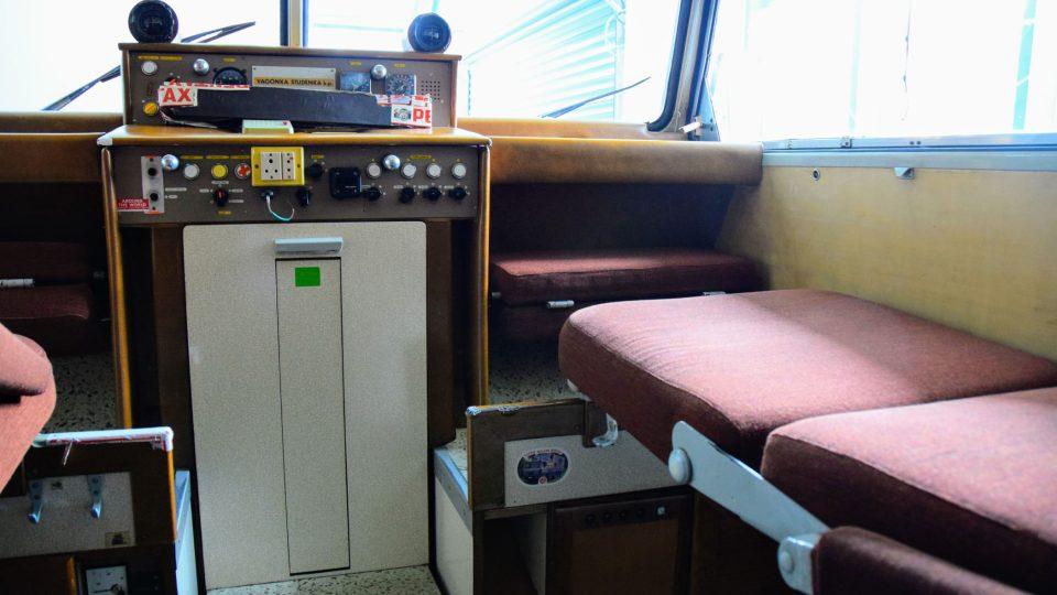 Vybavení kabiny nástavby Tatry kolem světa