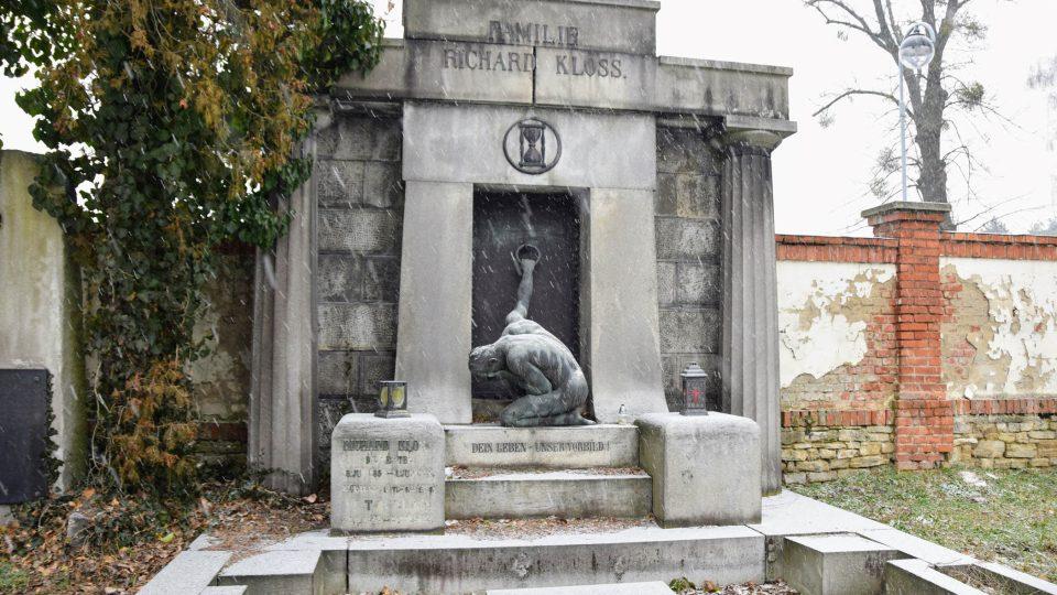 Další hrobka na řadě - stavitelské rodiny Klossů