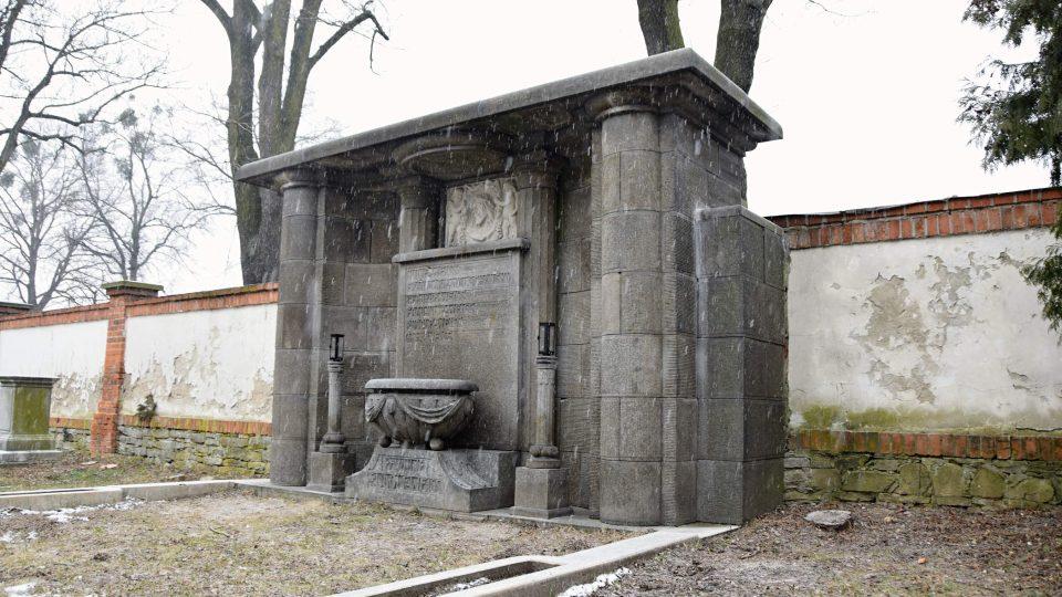 Nově opravená hrobka Weissů