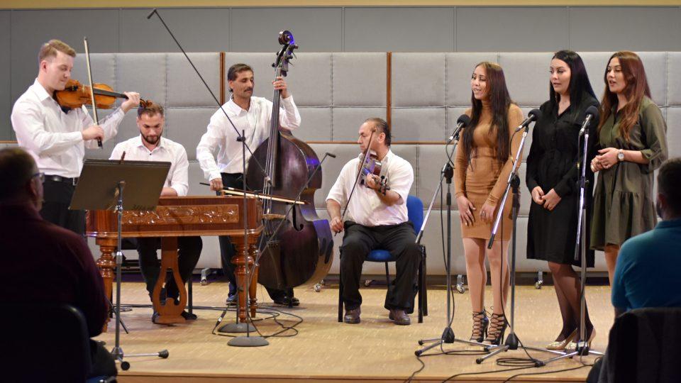 Romská lidová hudba Josefa Gini z Opavy