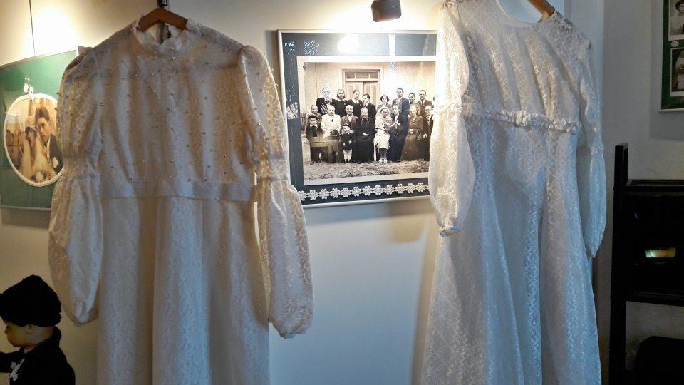 Dobové svatební šaty