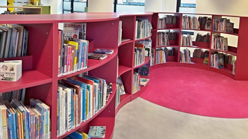 Knihovnické regály