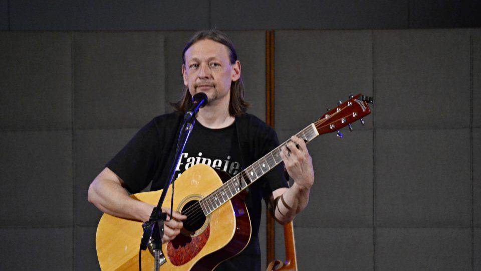 Písničkář René Souček