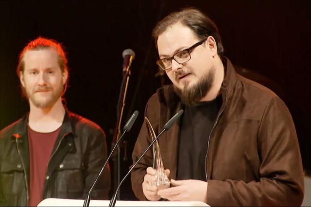 David Stypka se svou kapelou Bandjeez při přebírání Ceny Jantar