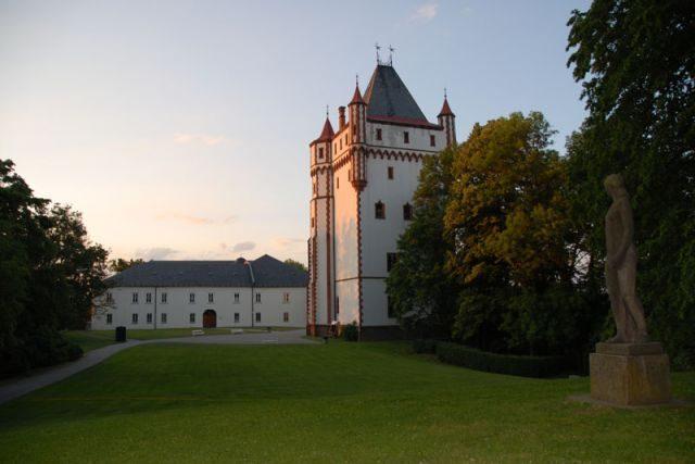 Hradec nad Moravicí - Bílá věž a vlastní zámek