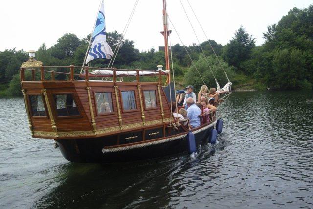 Vyhlídková loď Santa Maria na Slezské Hartě