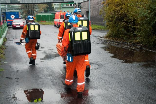 Důlní záchranáři jdou do akce