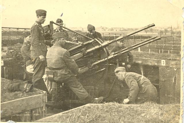 Protiletecká jednotka Most-Brüx 1943 - také zde byli nasazeni vojáci z Hlučínska.