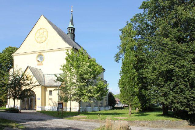 Rovensko pod Troskami - kostel svatého Václava | foto: Miloslav Rejha,  licence Creative Commons Uveďte autora-Zachovejte licenci 3.0 Unported
