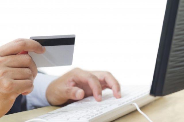 Online platba kartou (ilustrační foto)
