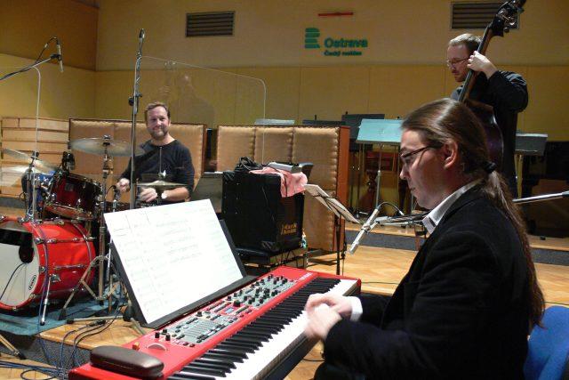 Bubeník Patrik Benek,  na piano Vlastimil Šmída a Marián Friedl na kontrabas | foto: František Tichý,  Český rozhlas
