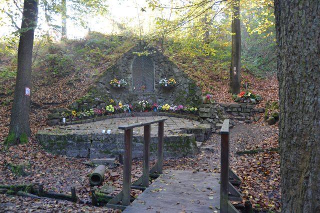 Kaplička Panny Marie Lurdské v Bělském lese
