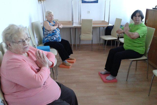 Cvičení na židlích - havířovské seniorky