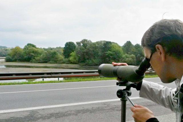 Ornitolog Daniel Křenek u Těrlických mokřadů