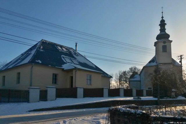 Kostel v Pohoři s farním objektem   foto: Romana Kubicová,  Český rozhlas