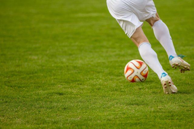 Fotbal, míč, kopačka, kopat