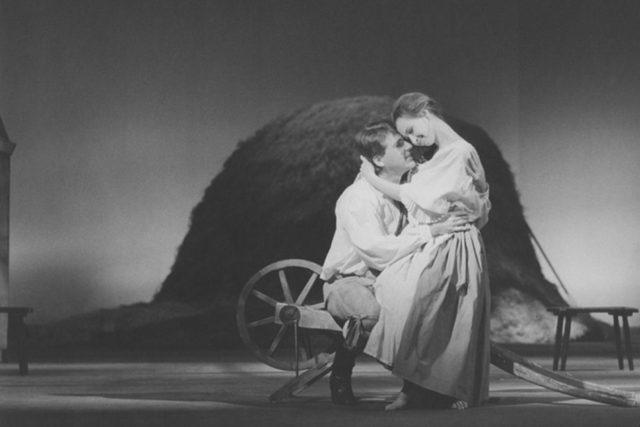 Prodaná nevěsta v Národním divadle v roce 1992, Vladimír Okénko (Jeník) a Dana Burešová (Mařenka)
