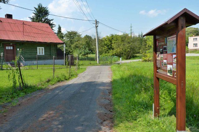 Jedno ze zastavení (5. Dřevěnka) na červené trase naučné stezky