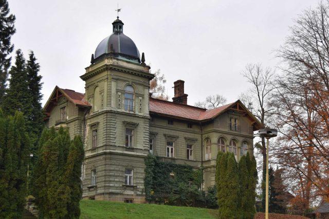 Hückelovy vily jsou po pokácení stromů lépe vidět
