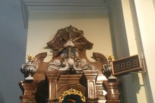 Detail Božského ucha na bočním oltáři kostela sv. Matouše v Hati