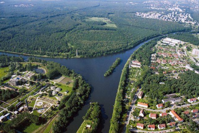Křižovatka průplavu Odra–Dunaj s Hlivickým průplavem u Kandřína-Kozlí v Polsku