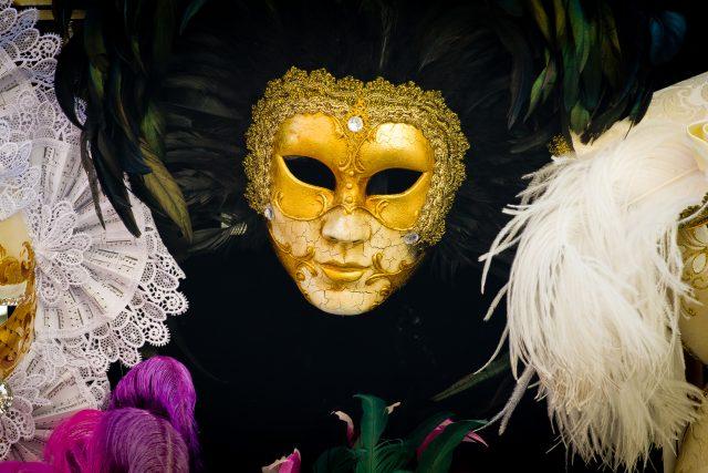 divadlo - divadelní masky - herci