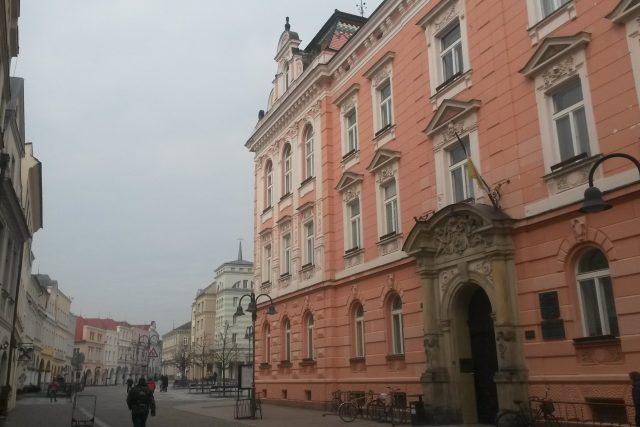 Hlavní vchod do radniční budovy Krnova