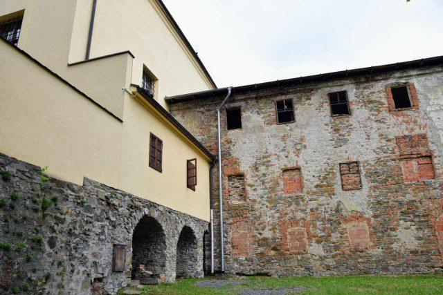 Kostel sv. Josefa opravili před 11 lety, konvent dál chátrá