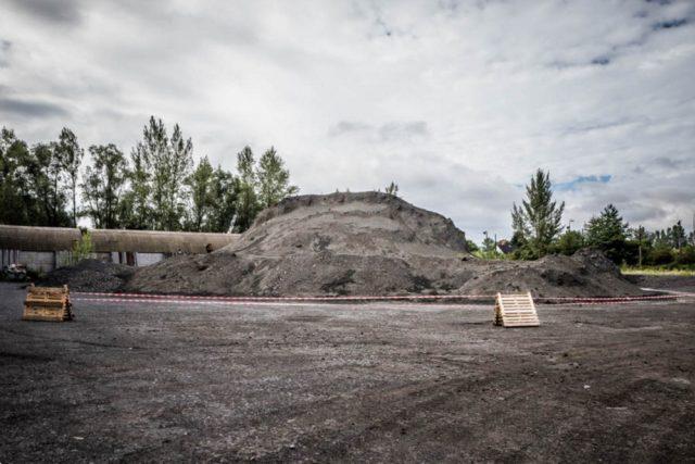 Hromada ropných kalů z ostravských lagun ve Vratimově | foto:  Moravskoslezský kraj
