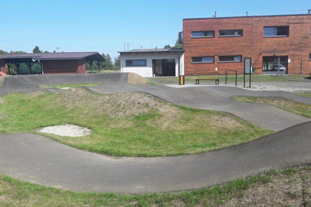 Pumptrack Staříč – dráha ve sportovním areálu pod Okrouhlou