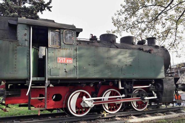 Parní lokomotiva jako památník stojí v areálu ArcelorMIttal Ostrava
