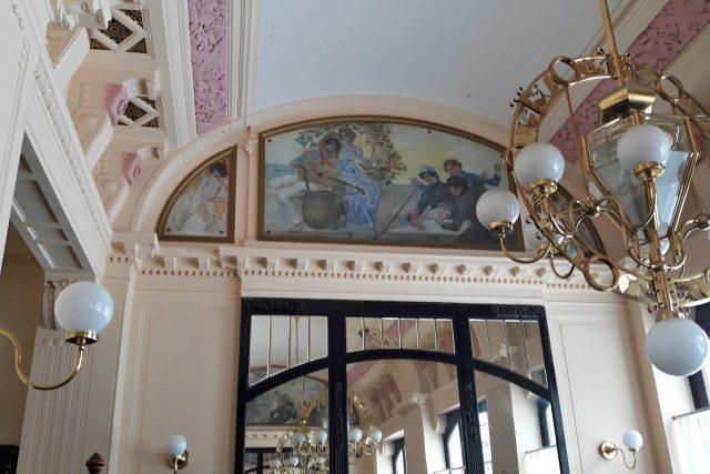 Detail secesního interiéru kavárny Radhošť ve Frýdku-Místku