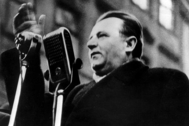 Klement Gottwald při projevu v únoru 1948 | foto: Fotobanka Profimedia