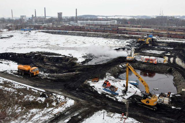 Těžba kalů z ostravských lagun (únor 2018)